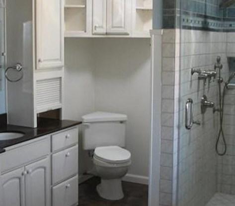 душевая кабина в маленькой ванной комнате - №4 фото