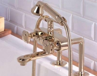 Стандартная модель смесителя, устанавливаемая на бортик ванной